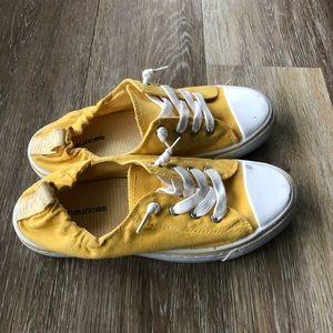Converse-like sneaker